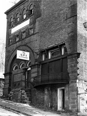 Exterior street-level view of entrance to Old Rensselaer Gymnasium (date unknown)